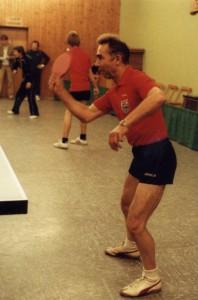 Otto Lux als aktiver TT Spieler in der Mehrzweckhalle in Berenbrock